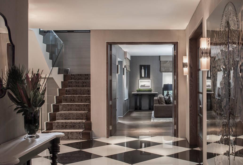 Broad Walk Hallway:  Corridor & hallway by Roselind Wilson Design
