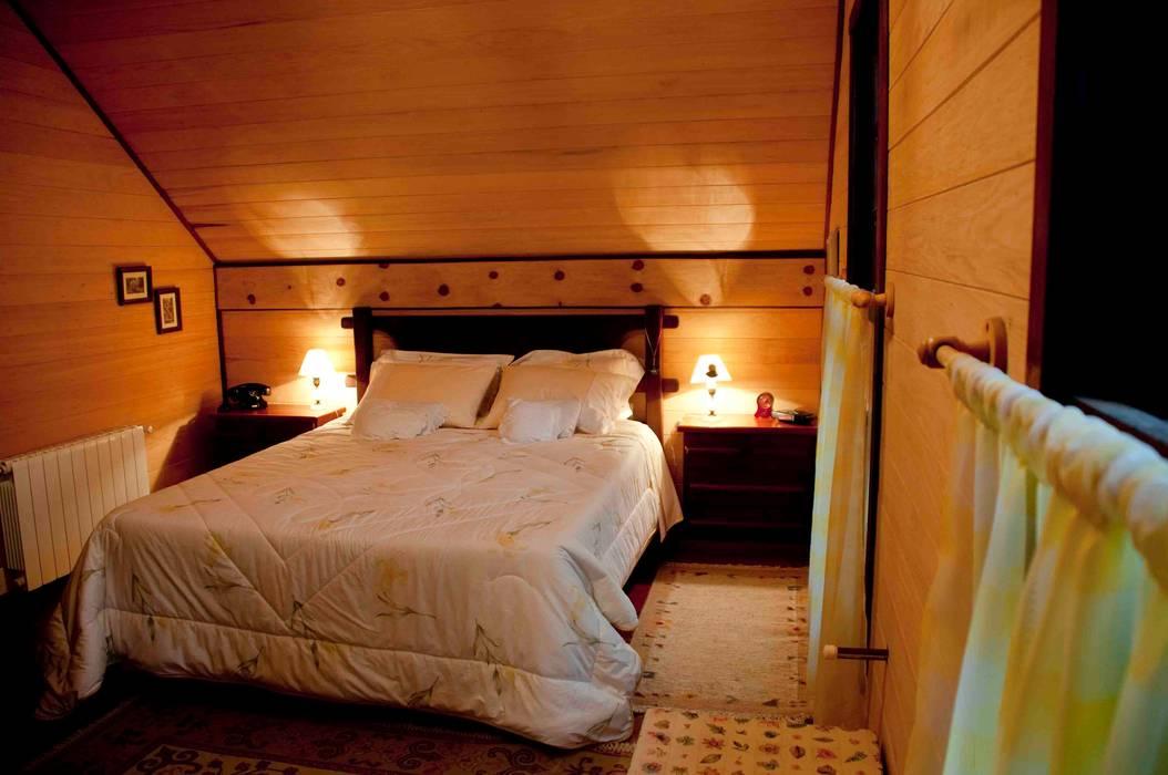 Dormitorios de estilo rústico de CABRAL Arquitetos Rústico Madera Acabado en madera