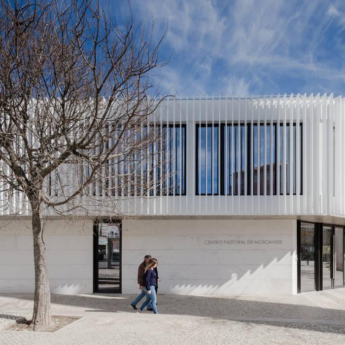 Casas de estilo minimalista de Plano Humano Arquitectos Minimalista Aluminio/Cinc
