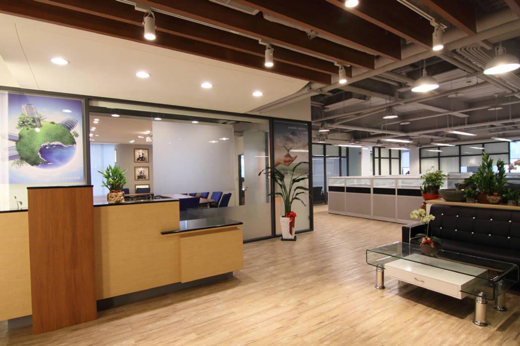 Lobby - 接待櫃檯:  辦公室&店面 by Hi+Design/Interior.Architecture. 寰邑空間設計