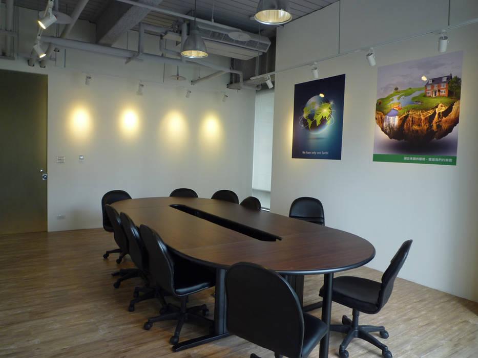 小會議室:  辦公室&店面 by Hi+Design/Interior.Architecture. 寰邑空間設計