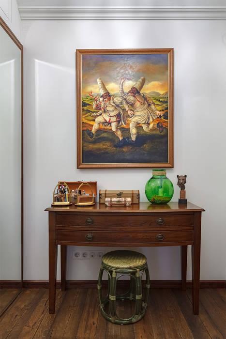 Прихожая в московской квартире в стиле гранж.: Коридор и прихожая в . Автор – Станислав Старых