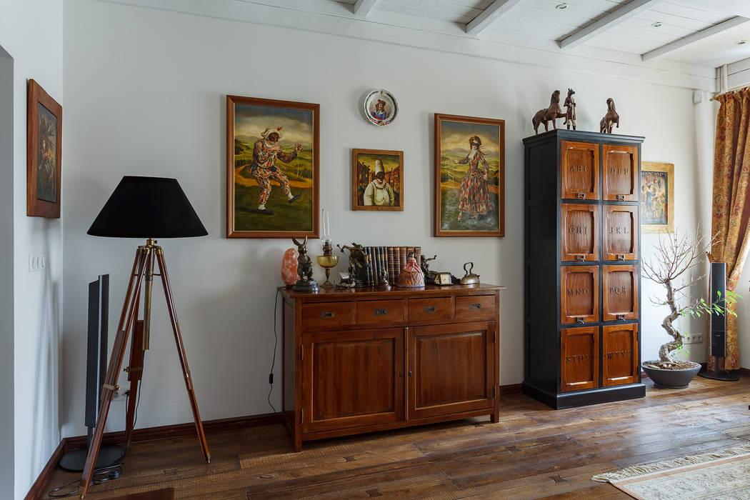 Гостиная в московской квартире в стиле гранж.: Гостиная в . Автор – Станислав Старых