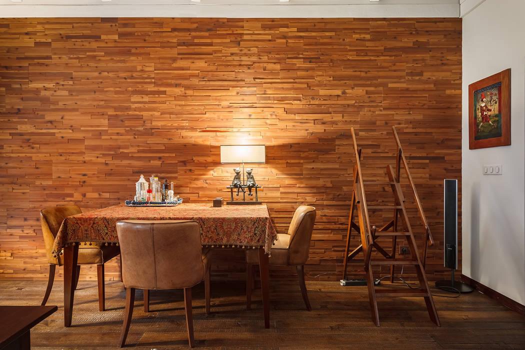 Гостиная в московской квартире в стиле гранж. Гостиные в эклектичном стиле от Станислав Старых Эклектичный Дерево Эффект древесины