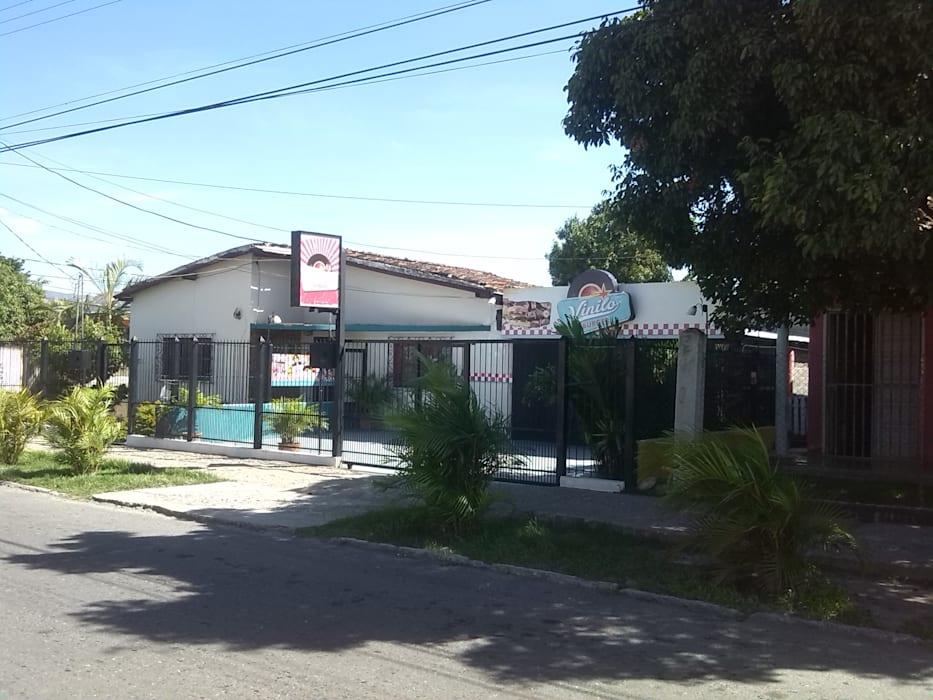 Local Existente de Arq. Alberto Quero Colonial Concreto