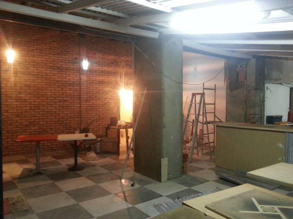Recubrimiento de Columnas: Restaurantes de estilo  por Arq. Alberto Quero