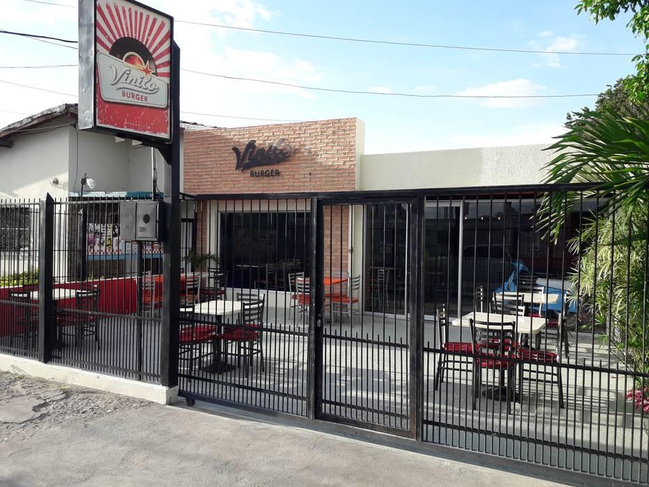 Espacios Externos : Restaurantes de estilo  por Arq. Alberto Quero