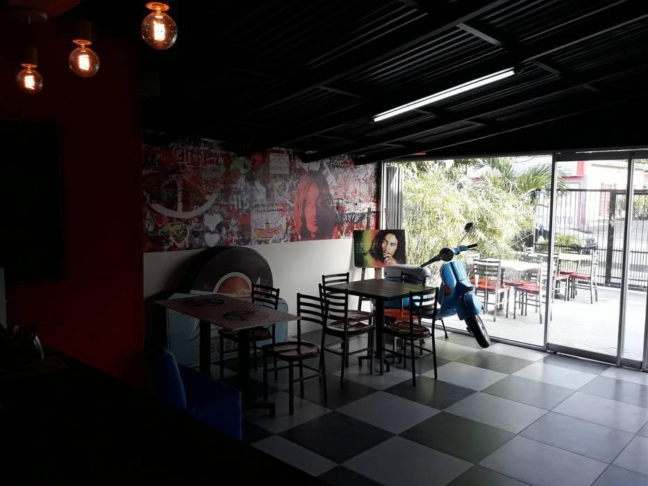 Techos y Lamparas: Restaurantes de estilo  por Arq. Alberto Quero