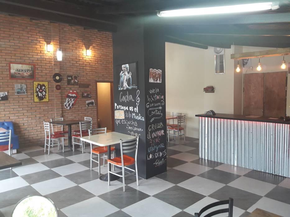 PISO BLANCO Y NEGRO: Restaurantes de estilo  por Arq. Alberto Quero
