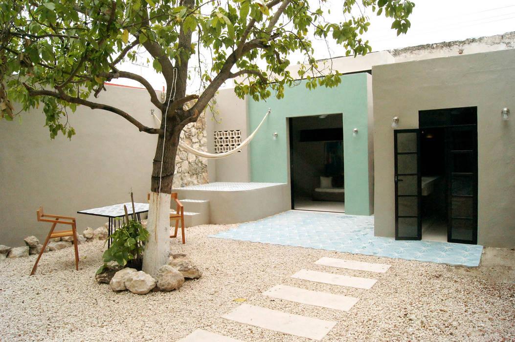 Quinto Distrito Arquitectura Balkon, Beranda & Teras Gaya Eklektik Ubin Blue