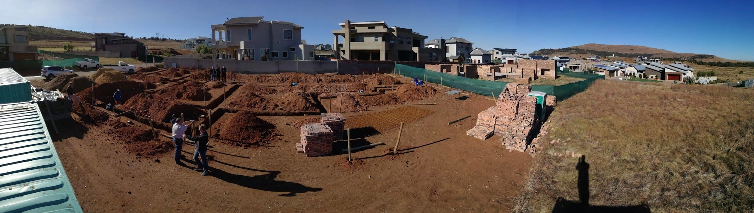 Construction of foundations under way with the walls following shortly. 根據 Seven Stars Developments