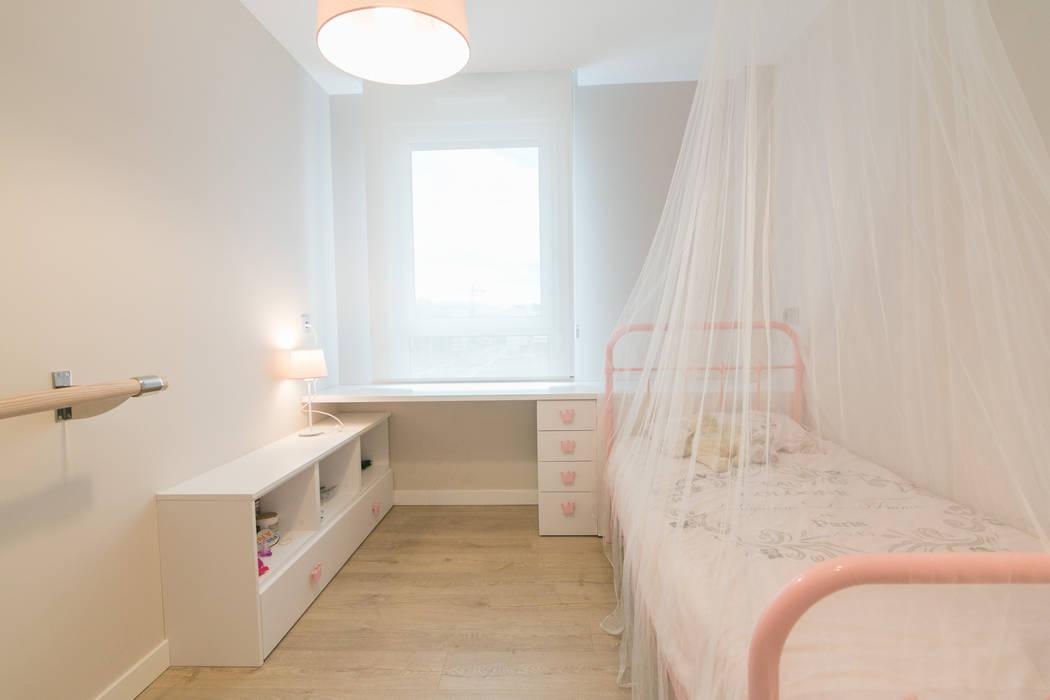 Nursery/kid's room by Rooms de Cocinobra,