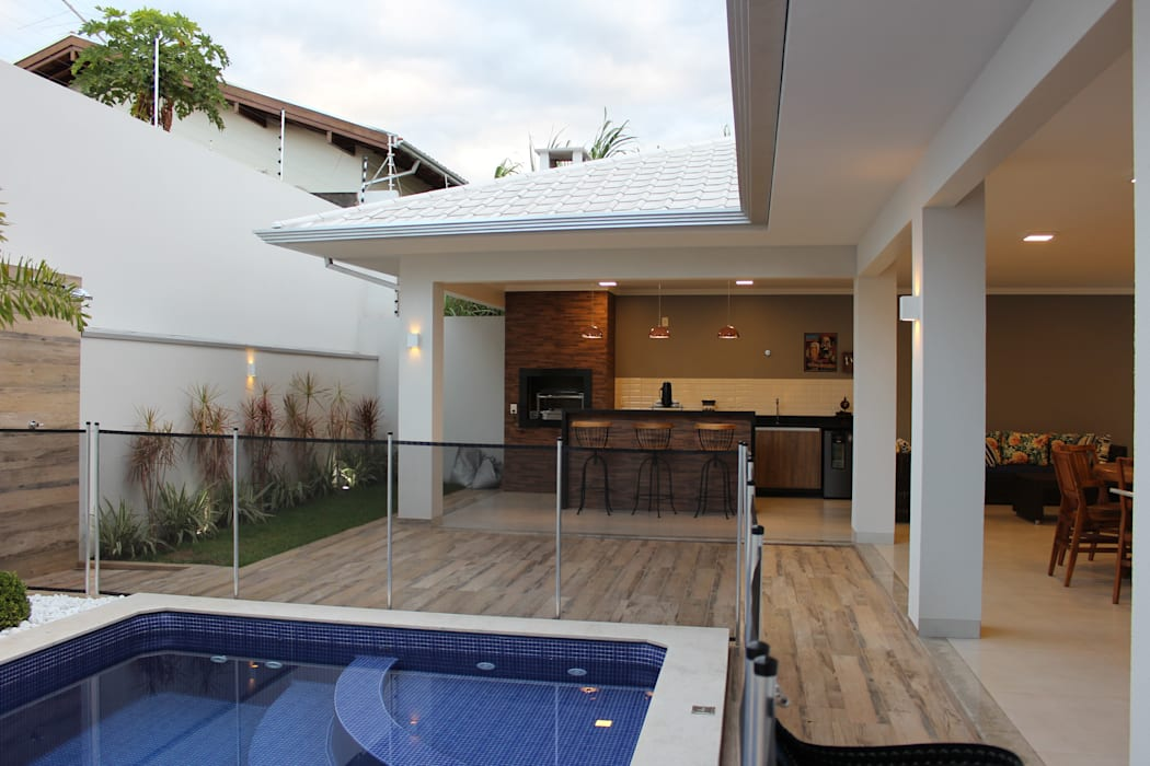 Varanda gourmet Arquiteta Bianca Monteiro Casas modernas Cerâmica Efeito de madeira