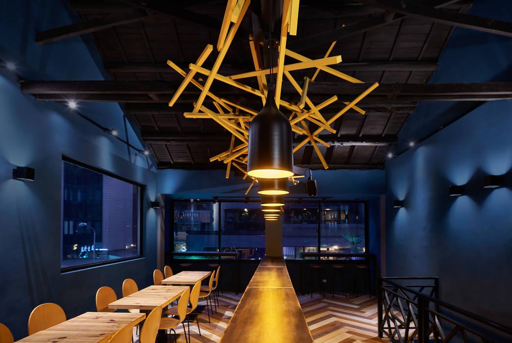 靜謐的二樓空間。:  餐廳 by 有偶設計 YOO Design