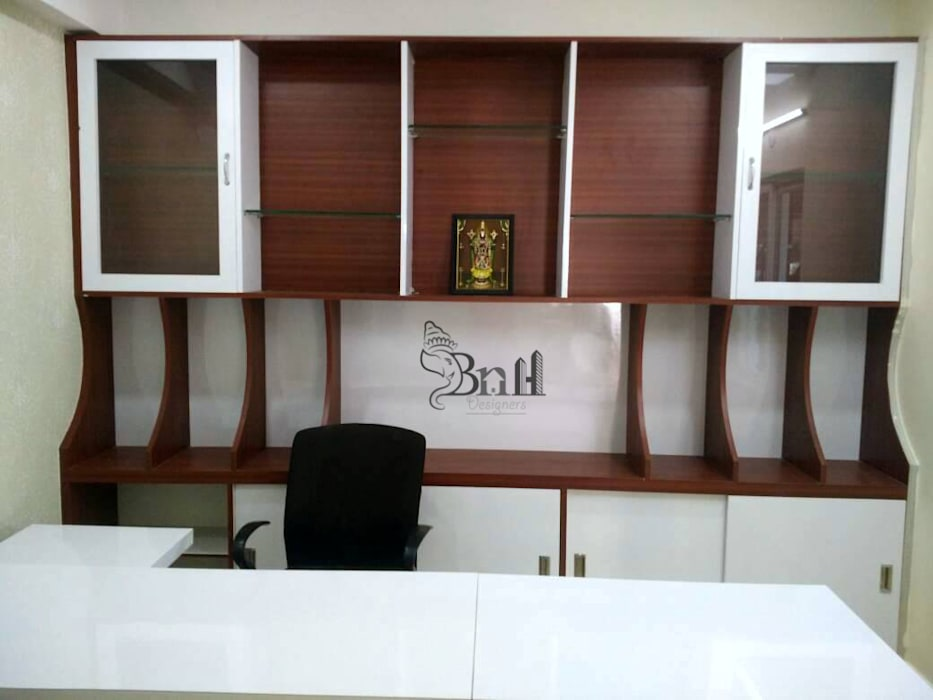 Office Wardrobe:  Study/office by BNH DESIGNERS