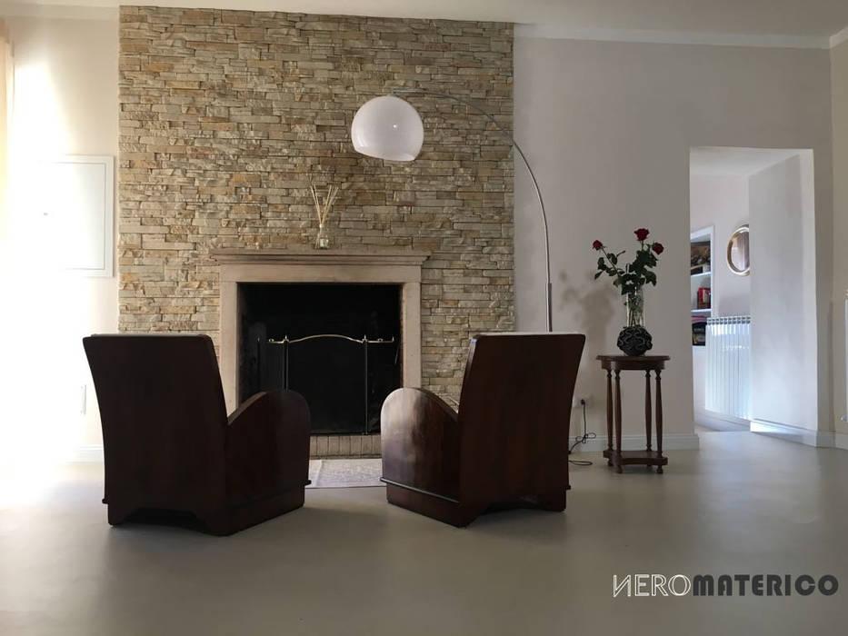 Todi - Pavimento in resina BioMalta: Ingresso & Corridoio in stile  di Marcello Gavioli