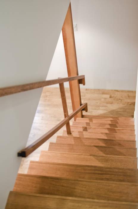 階段 北欧スタイルの 玄関&廊下&階段 の FrameWork設計事務所 北欧