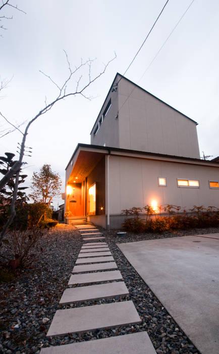 アプローチ 北欧風 家 の FrameWork設計事務所 北欧