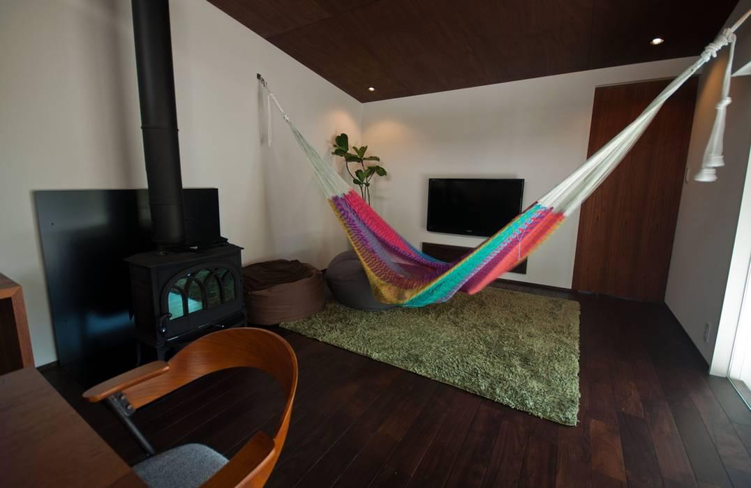 ห้องนั่งเล่น by FrameWork設計事務所