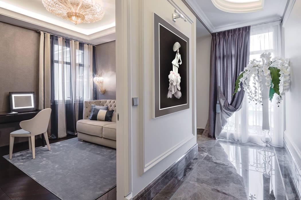 Delicate interior of a villa on Cote d'Azur. : Ingresso & Corridoio in stile  di NG-STUDIO Interior Design