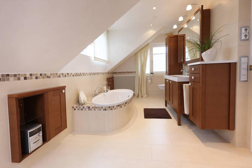 Bad im skandinavischen landhaus stil: badezimmer von bulling ...