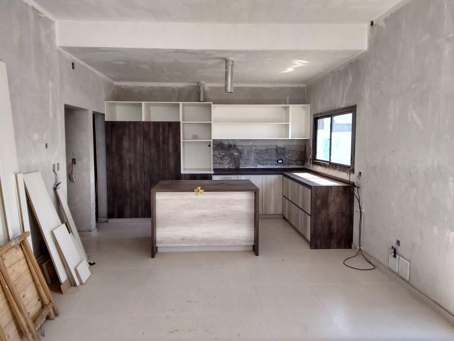 Mueble de cocina en proceso de armado: Cocinas de estilo  por raiz estudio