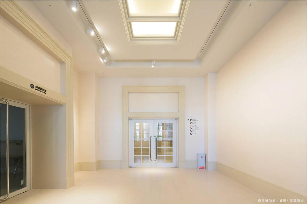 台灣的凡爾賽宮--奇美博物館:  博物館 by 萊茵黃金有限公司, 古典風 合板