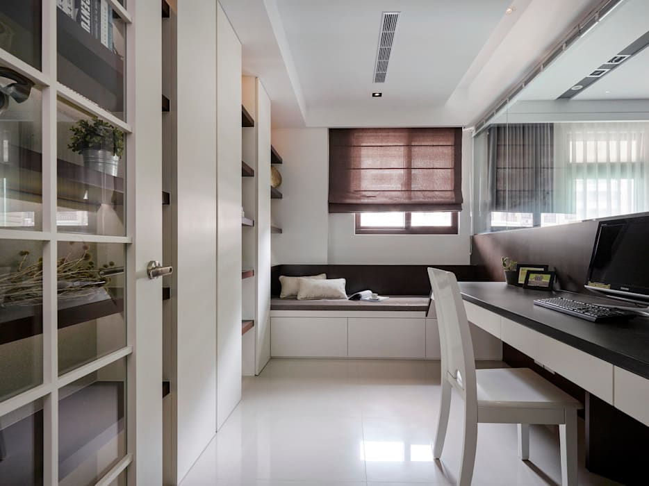 Classic style study/office by 築一國際室內裝修有限公司 Classic