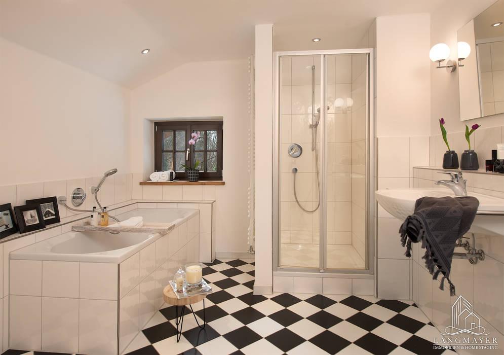 Bad badezimmer im landhausstil von langmayer immobilien ...