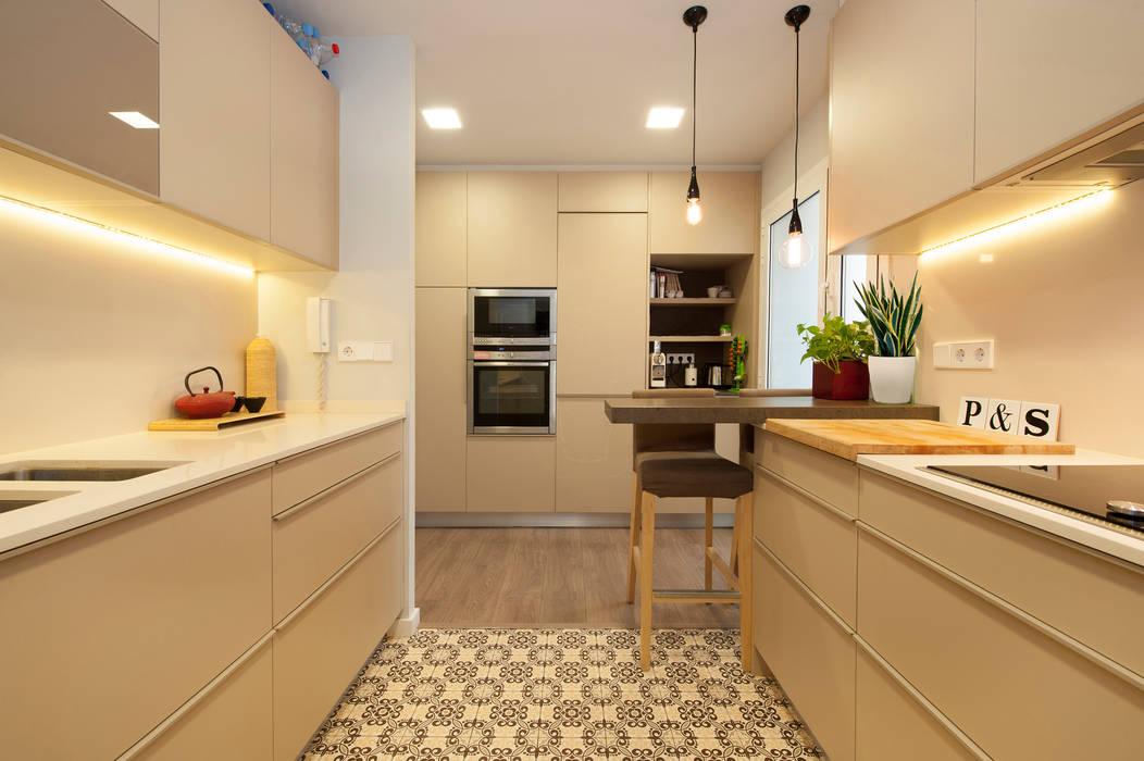 Cocina moderna con suelo hidr ulico sincro cocinas de estilo moderno de sincro homify - Suelos de cocina modernos ...
