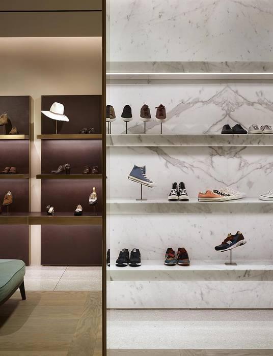 Moderne Geschäftsräume & Stores von roberto lazzeroni Modern