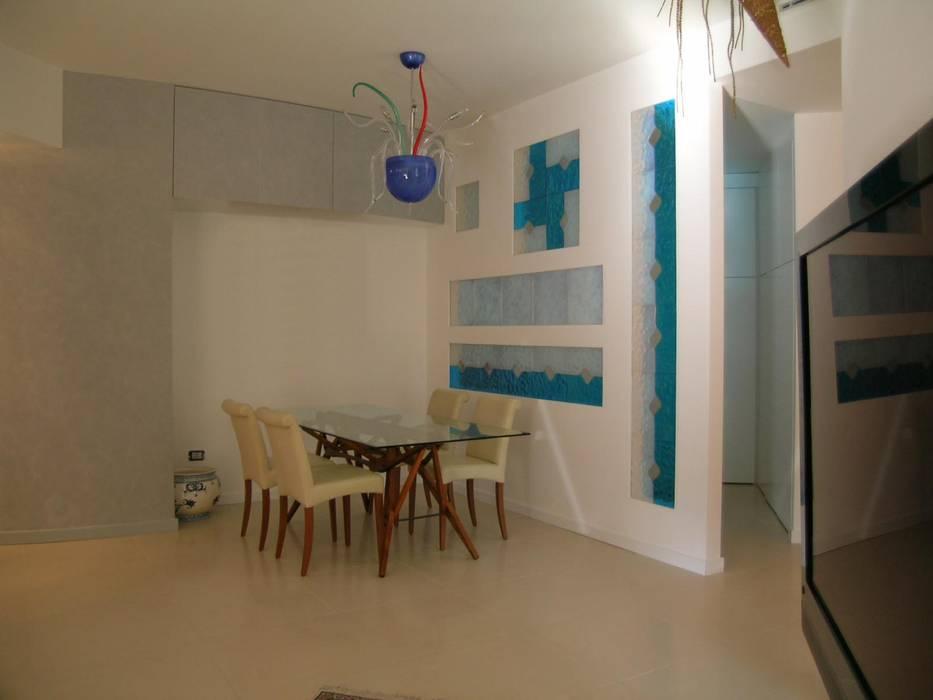 soggiorno: Soggiorno in stile in stile Moderno di Pecoramelloarchitetti