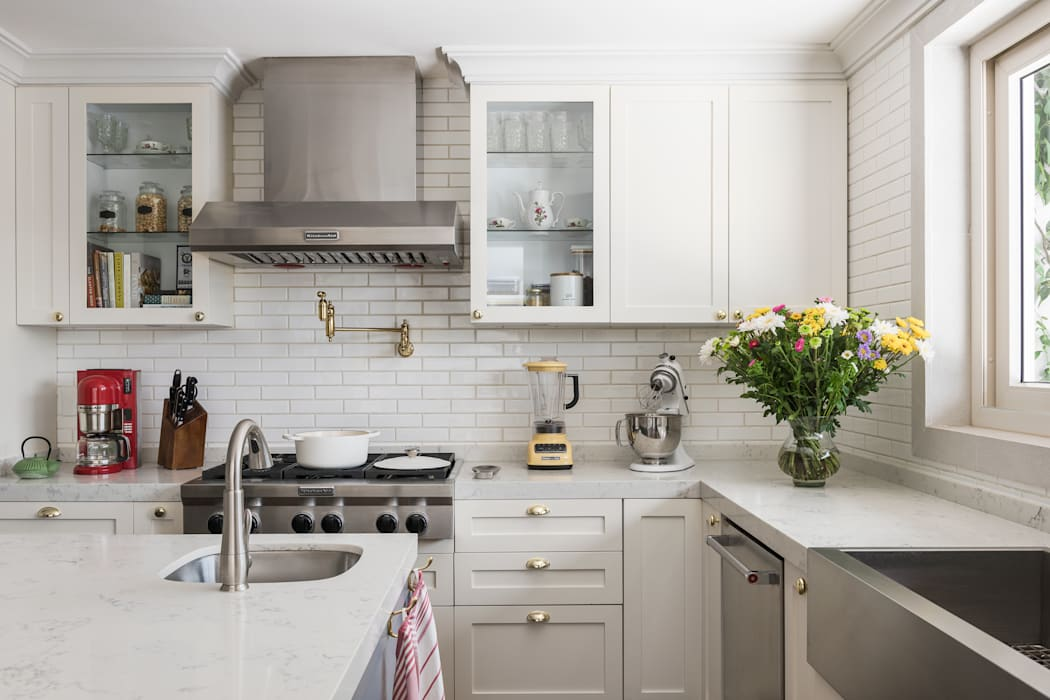 Kitchen by MAAD arquitectura y diseño, Classic