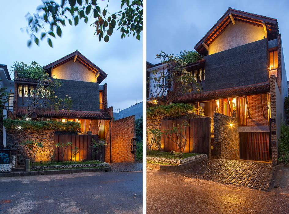 - homify Rumah Tropis Batu Bata Multicolored