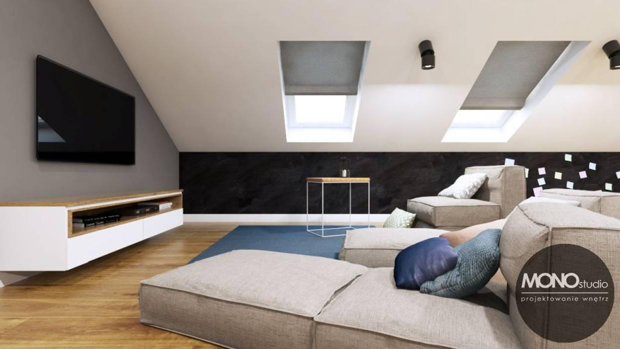 Projekt poddasza: styl , w kategorii Salon zaprojektowany przez MONOstudio