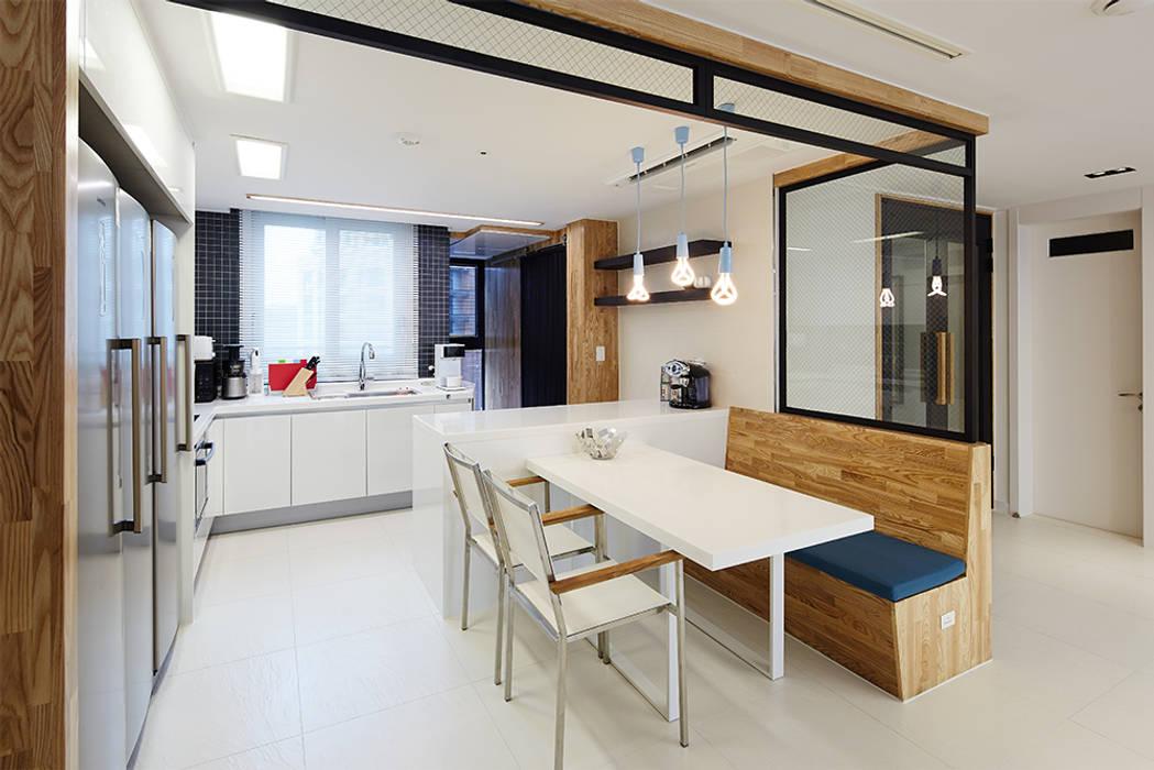 Salas modernas de 세레스홈 Moderno