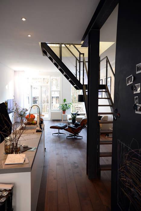 Verbouwing woning en ontwerp nieuwe stalen trap woonkamer Trap in woonkamer