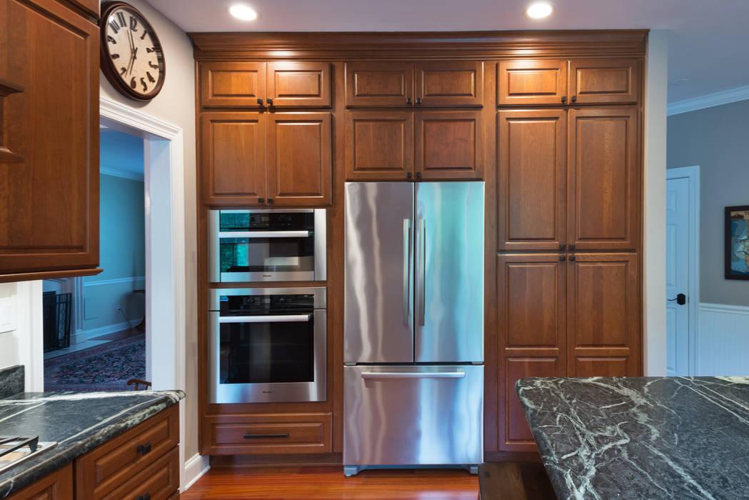 Klasyczna kuchnia od Main Line Kitchen Design Klasyczny