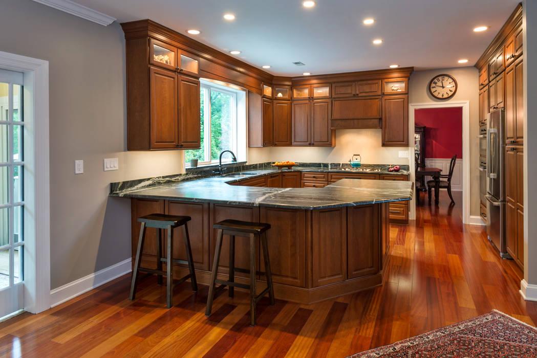 Cozinhas clássicas por Main Line Kitchen Design Clássico