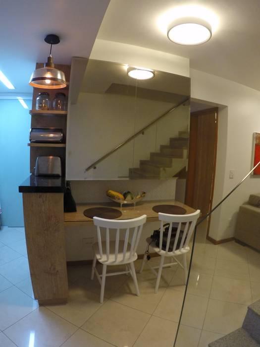 Minimalist dining room by Novark Arquitetura e Design Minimalist