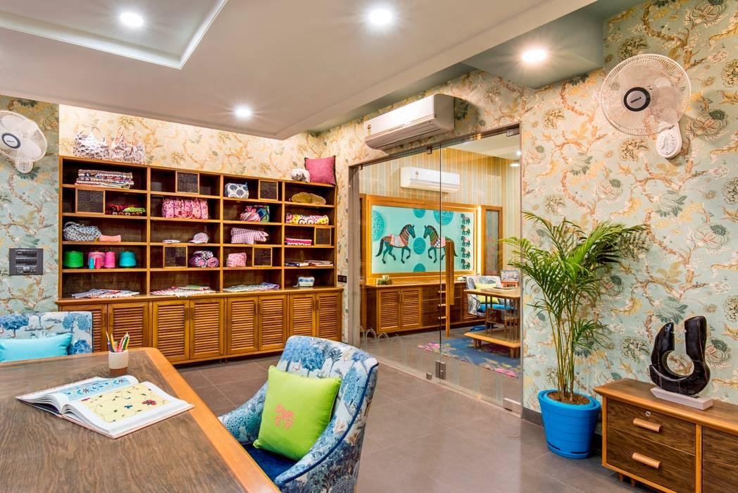 Studio Work space:  Office buildings by VB Design Studio