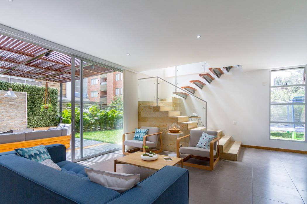 Sala Casa Mediterránea: Salas de estilo  por Adrede Diseño