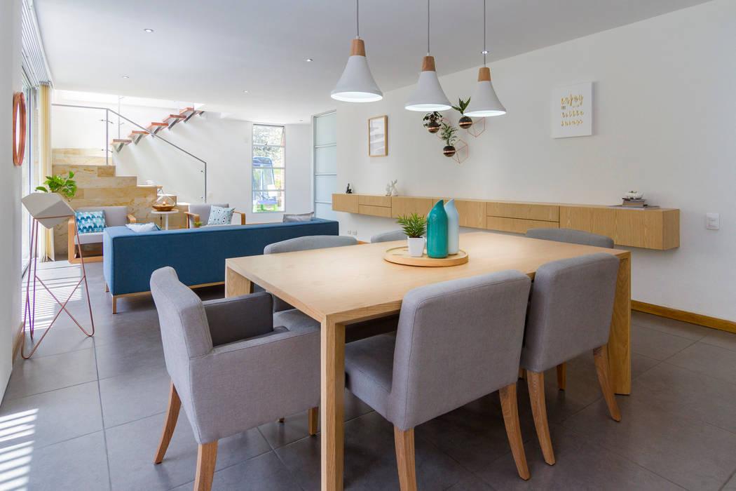 Comedor casa mediterránea: comedores de estilo por adrede diseño ...