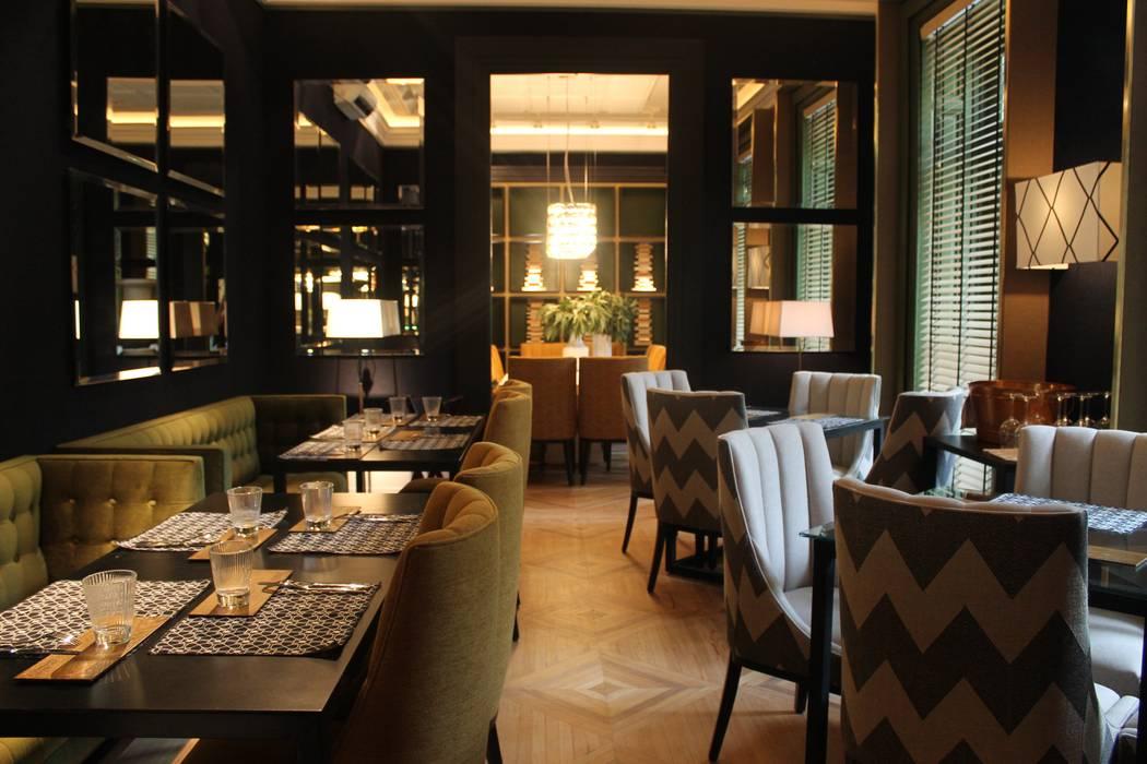 Bona en el Restaurante Urban Blue de Manuel Espejo Bona Comedores de estilo moderno Madera Acabado en madera