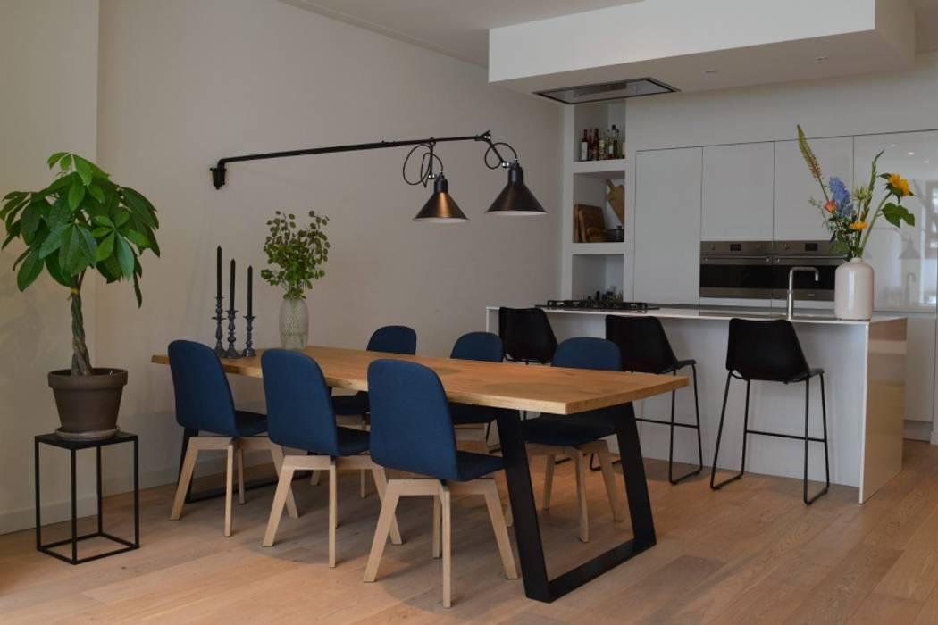 Benedenwoning Amsterdam:  Eetkamer door Atelier09,