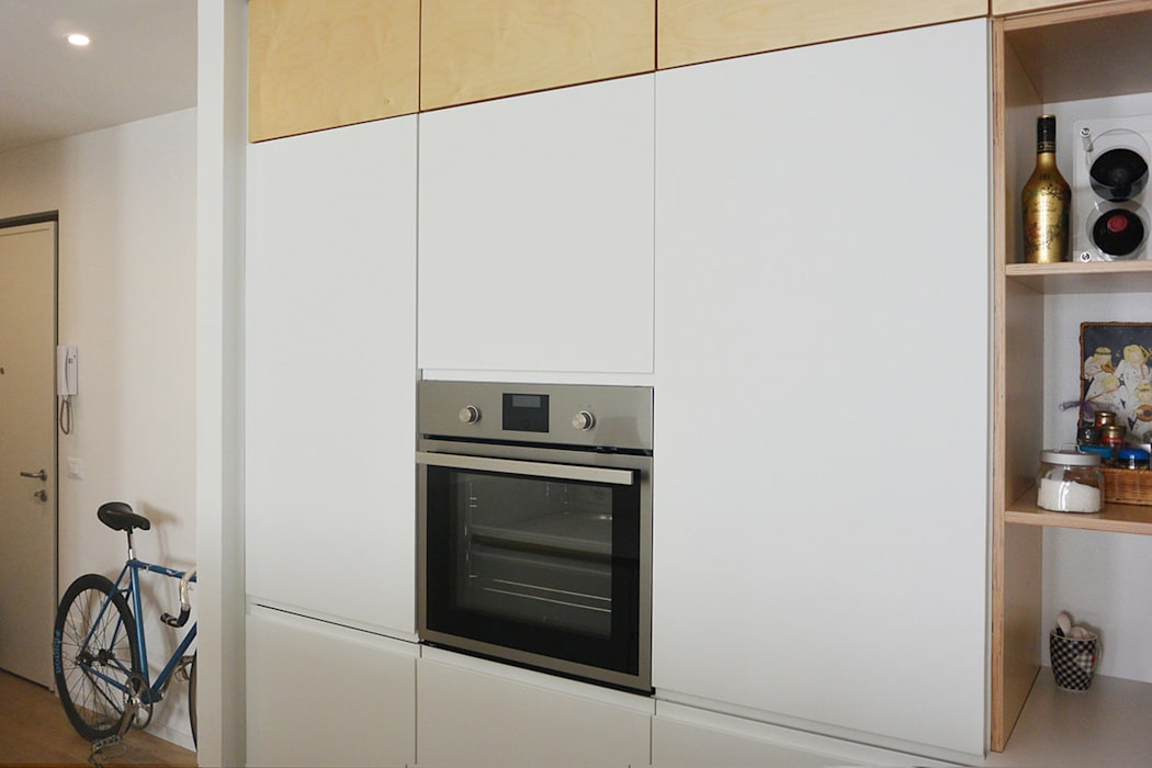 Angolo cottura con cucina ikea customizzata: cucina in stile di ...
