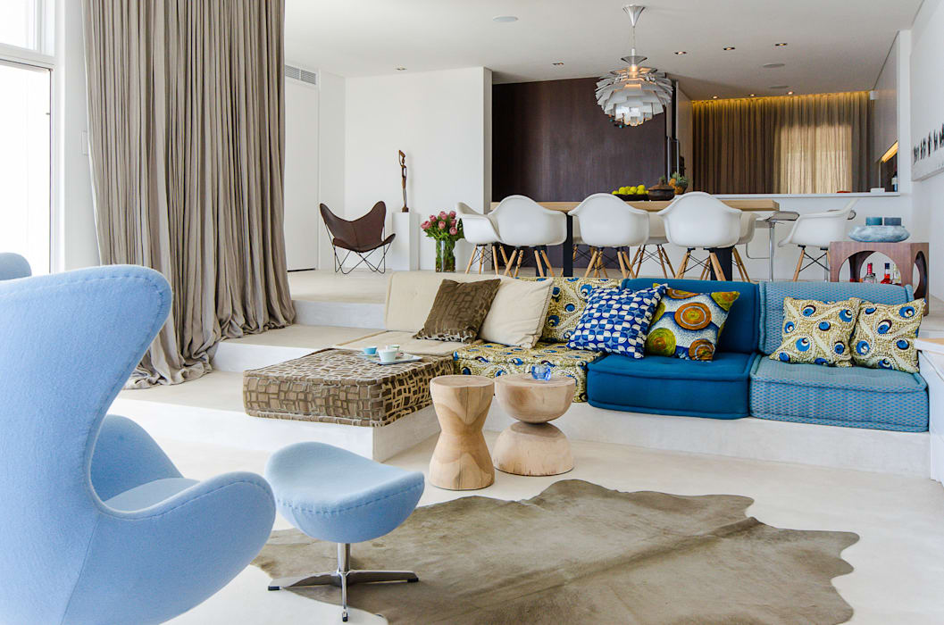 Camps Bay House 1:  Living room by GSQUARED architects