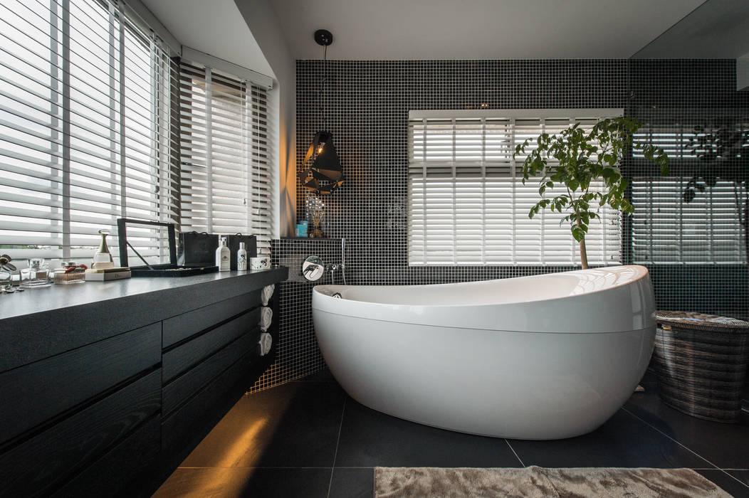 Phòng tắm theo 存果空間設計有限公司,