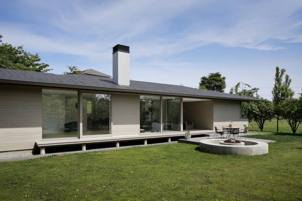 外観 北欧風 家 の atelier137 ARCHITECTURAL DESIGN OFFICE 北欧 木 木目調