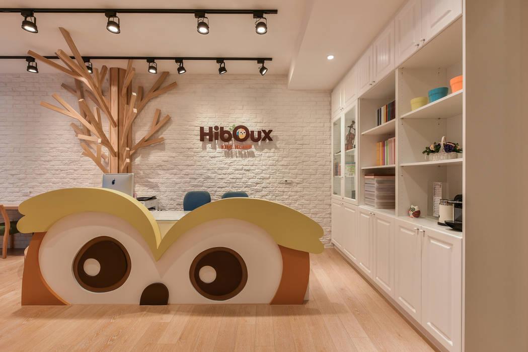 櫃台設計:  辦公室&店面 by 存果空間設計有限公司